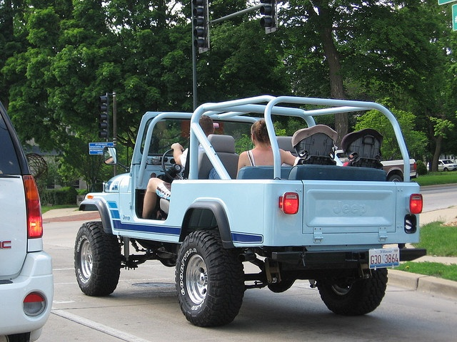 Yep. Blue Jeep Scrambler with double backseats and two carseats.