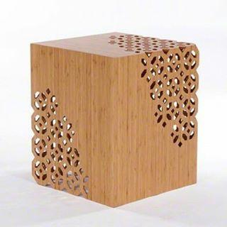 Mesa de centro em madeira cortada a laser.