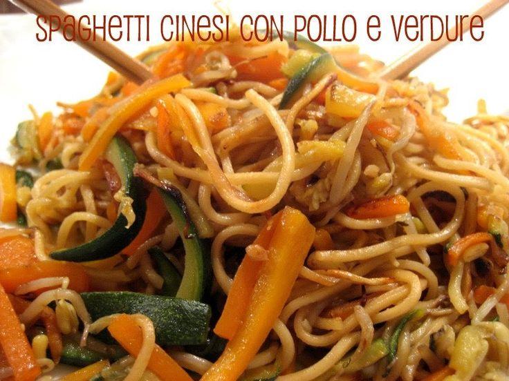 Spaghetti cinesi con pollo e verdure