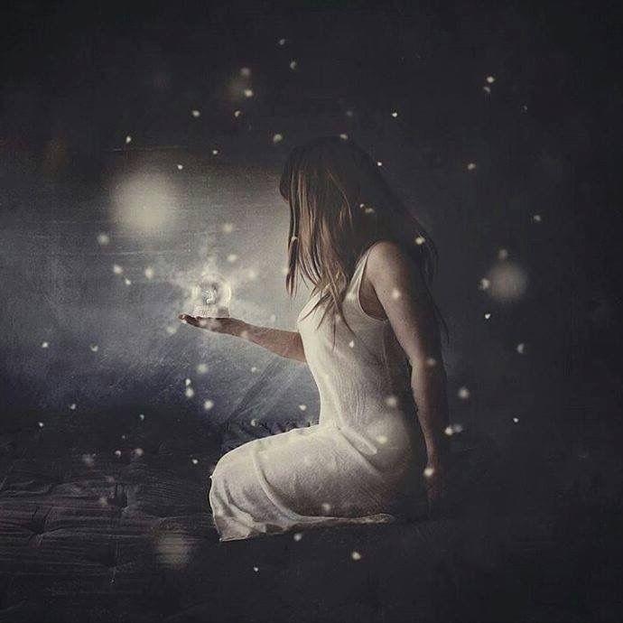 """""""Tú eres el resultado de ti mismo no culpes a nadie nunca, nunca te quejes de nadie ni de nada, porque fundamentalmente tú has hecho lo que quieres de tu vida.  Acepta la responsabilidad de edificarte a ti mismo y el valor de acusarte a ti del fracaso, para volver a empezar corrígete, el triunfo del verdadero hombre surge de las cenizas del error.  Nunca te quejes de tu pobreza, tu soledad o tu suerte, enfréntate con valor y acepta que de una u otra manera son el resultado de tus actos y las…"""