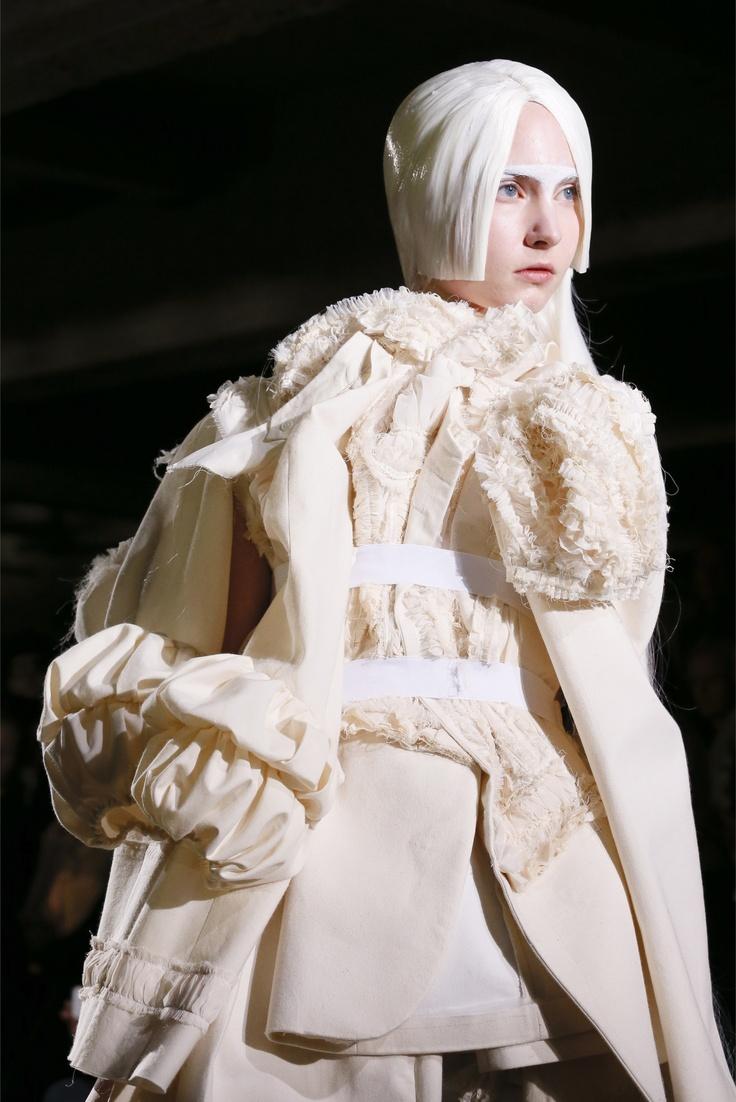 Comme des Garçons Spring 2013 Ready-to-Wear Fashion Show Details