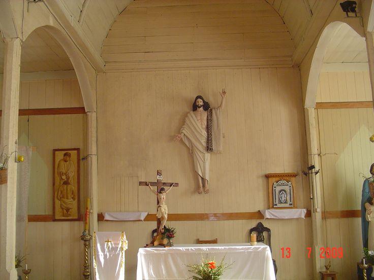 Altar con un Cristo Resucitado. Unico.