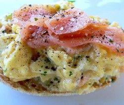 crostoni con insalata di patate e salmone