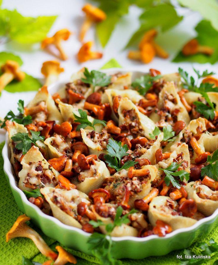 Smaczna Pyza: Conchiglioni zapiekane z kurkami i serem