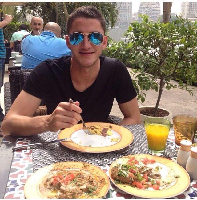 Hiram Mier desayunando!