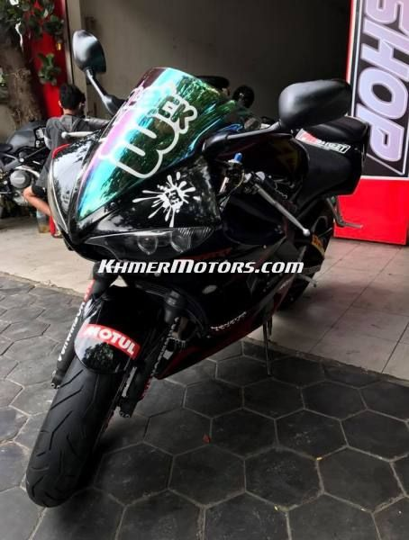 Yamaha R6s 600cc 2005