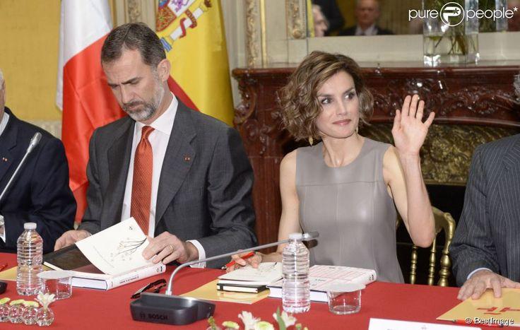 Le roi Felipe VI et la reine Letizia d'Espagne visitaient l'Institut Cervantes de Paris le 4 juin...