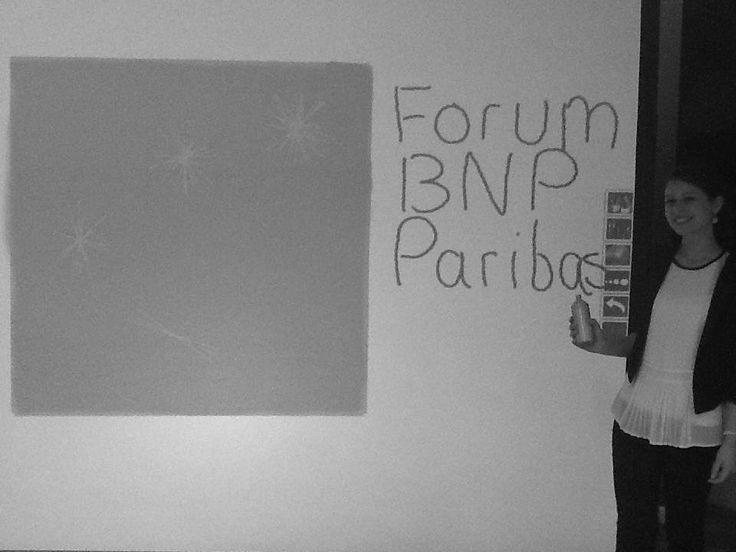 """""""Le forum de l'alternance de BNP Paribas est une réussite : un entretien à la clé, une équipe dynamique, une super expo sur le sponsoring de Roland Garros et un digital wall qui met à l'épreuve notre créativité!"""", Florence, 20 ans, en direct des 24 heures de l'alternance"""