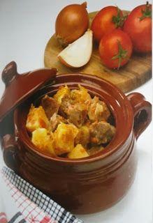 ΥΛΙΚΑ:  1280 γρ. κρέας αρνίσιο  2560 γρ. κρεμμύδια (κομμένα σε φέτες)  6-8 ντομάτες  2 κουταλιές ντοματοπολτό  1 κουταλάκι κύμινο (αρτυσι...