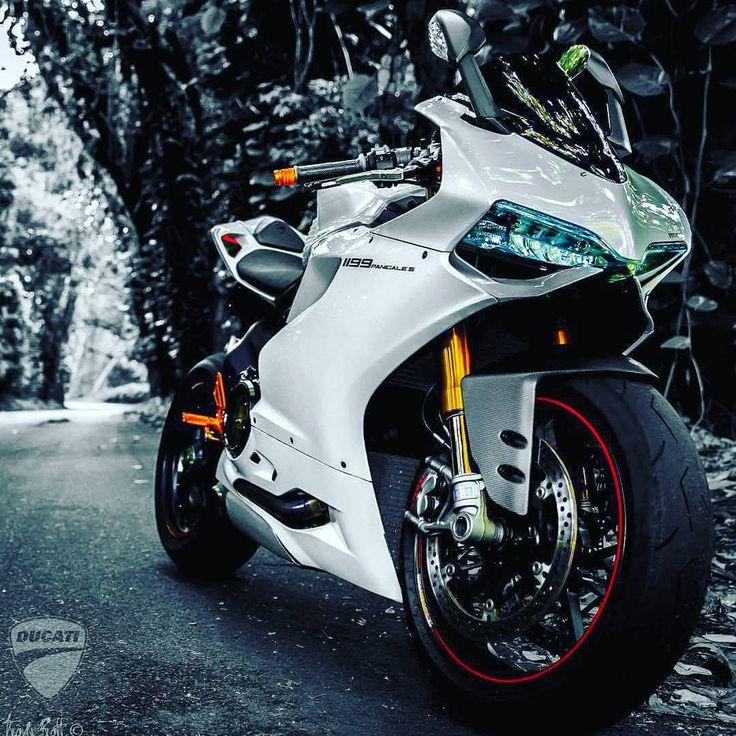 89herom:   #Ducati #Panigale #Superbike