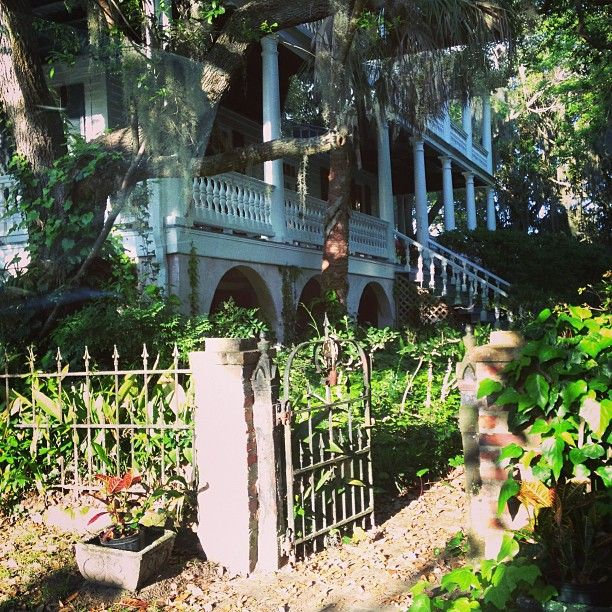 Beaufort, SC in South Carolina is truly a small town gem with great antique shopping, food, and bars wrapped up in a beautiful package.