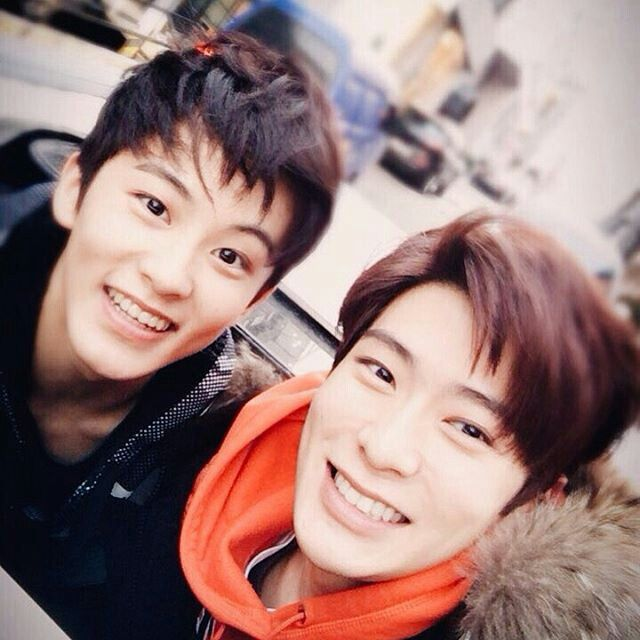 Mark & Jaehyun. Omg. Mark is so little and adorable.