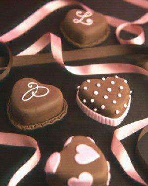 Шоколадные сердечки для любимых: рецепт бисквита и глазури