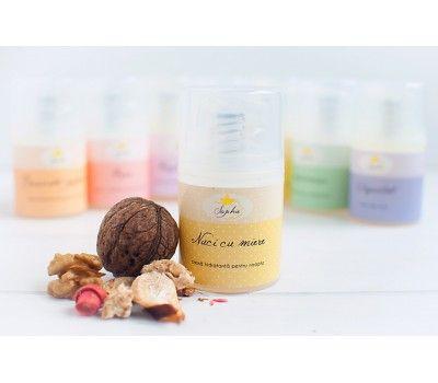 Nuci cu miere este o crema hidratanta de noapte, cu ulei de argan si ulei de macadamia certificate organic, recomandata mai ales pentru a proteja si hidrata tenul pe timpul noptii.