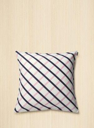 marimekko quilt pillow cover off