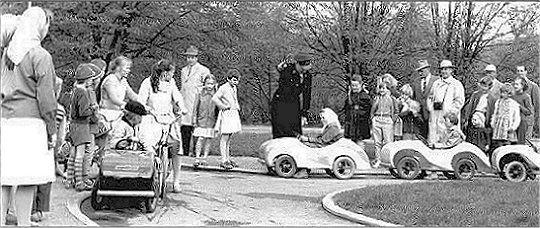 Lasten liikennepuistoa 1960-luvun alussa. Kuva V.O. Kanninen, Tampereen museoiden kuva-arkisto.
