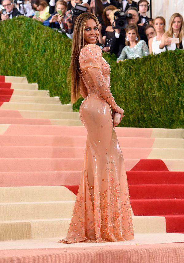 Beyoncé no Tapete vermelho Met Gala 2016 Looks vestidos