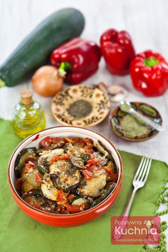 #Ratatouille - #przepis na ratatuję z pomidorów, papryki, bakłażana, cukinii i cebuli, #obiad w stylu francuskim, pachnący tymiankiem i rozmarynem.  http://pozytywnakuchnia.pl/ratatouille/  #papryka #baklazan #pomidory #cukinia #kuchnia