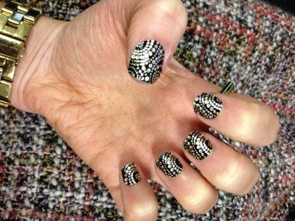 Puedes conseguir este look en tus uñas con un accesorio de AVON por solo 2,95 euros :)