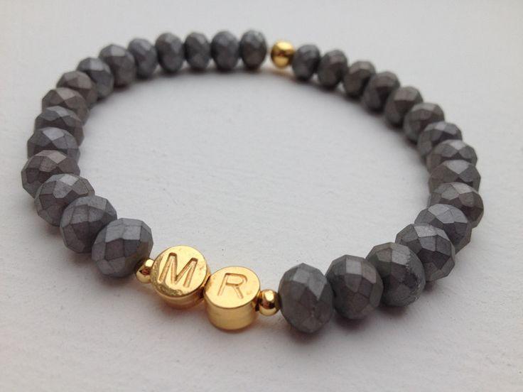 Armband+mit+Glasperlen+-+mit+Buchstaben+in+Gold+von+Van+Dun+Design+auf+DaWanda.com