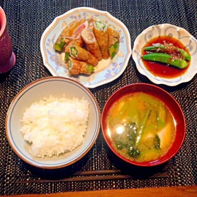 沖縄の美味しいオクラたくさん頂いたので、ご馳走が出来ました! お味噌汁にもイン♪ - 4件のもぐもぐ - オクラ肉巻、みょうが肉巻、小松菜とお豆腐のお味噌汁 by m2chibi