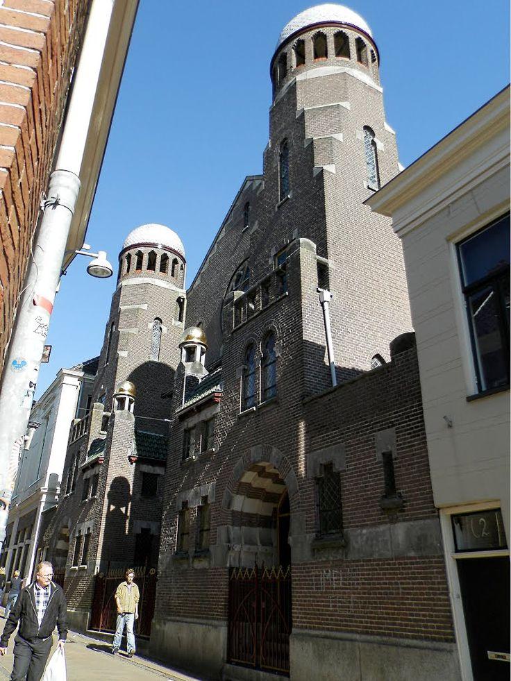 De synagoge in de stad Groningen is een schepping van de architect Tjeerd Kuipers.