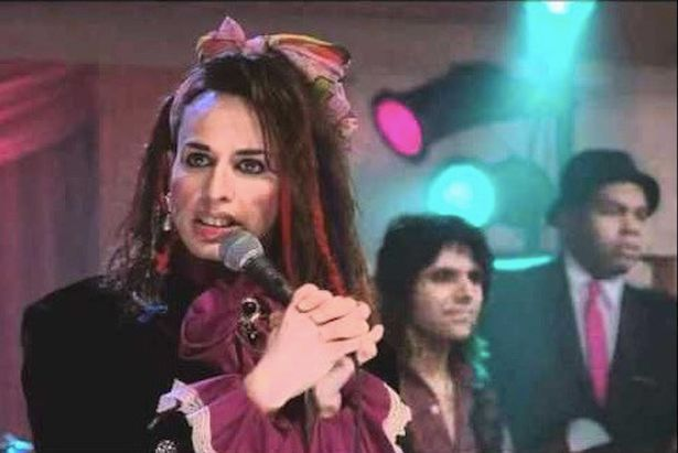 Alexis/Robert Arquette. sibling to the Arquette family. Born Robert, she died Alexis on Sept 11, 2016 of Aids related illness. Best remembered as a Boy George impersonator in the The Wedding Singer
