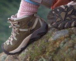 The shoes you wear on the hike will make a big difference to your comfort levels. This pin links to a great article on how to choose hiking boots/shoes.