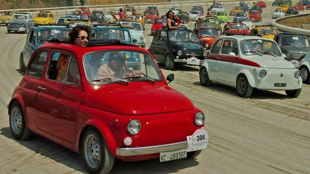 In 2006, the Fiat 500 Club Italia organised the world's largest display of Fiat cars, when 754 cars ... - Fiat