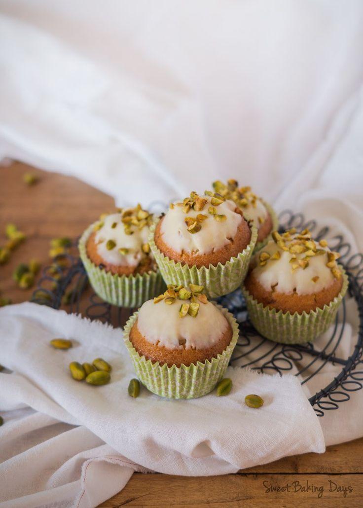 Magdalenas de pistacho y chocolate blanco