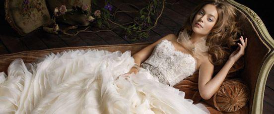 http://www.animale.com/blog/Be-fashionable-at-your-wedding-selecting-wedding-dress/ #wedding #fashion #weddingdress