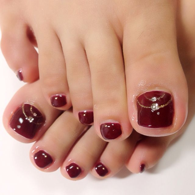 red toenails ideas
