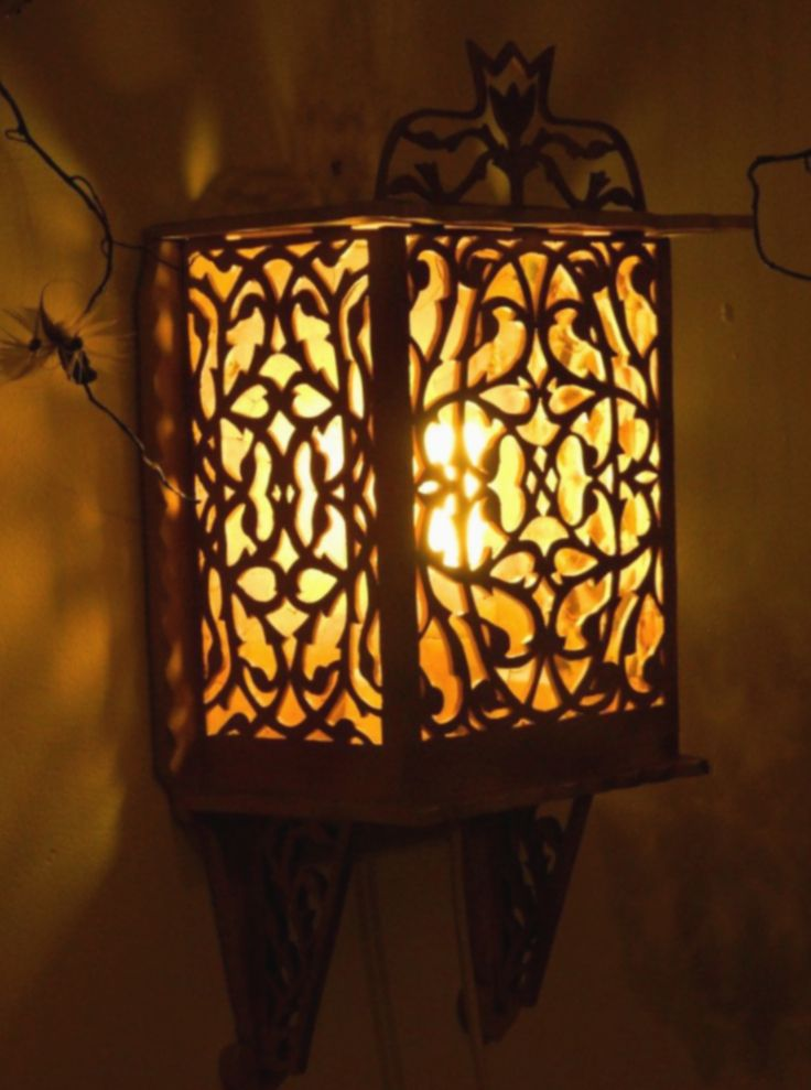 Wooden Lamp Carved Vintage Japanese Floor Lamp This Is A Gorgeous Vintage Wooden Pagoda Lamp Made In Japan Carved In Wood Wooden Lamp Lamp White Light Bulbs