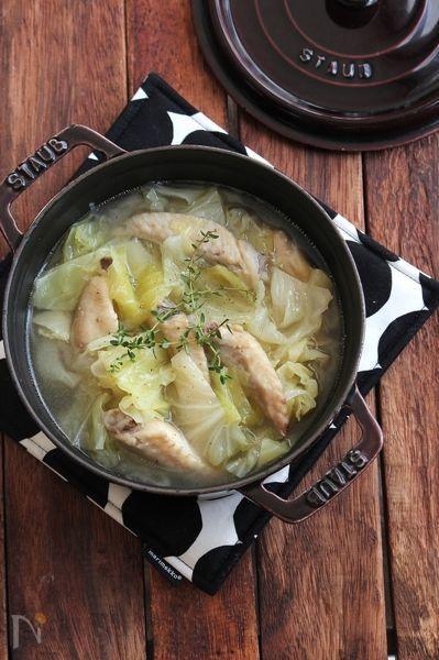 材料をお鍋にいれてコトコトと。お肉もホロホロで、くたくたになったキャベツがとっても甘い!我が家の子供たちにも人気のごちそうスープです。