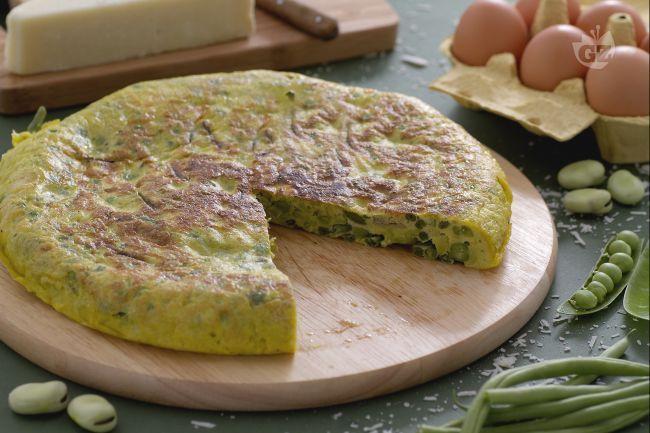 La frittata ai piselli fave e fagiolini è un piatto unico da preparare nella stagione estiva per fare un pieno di salute, adatto anche come antipasto.