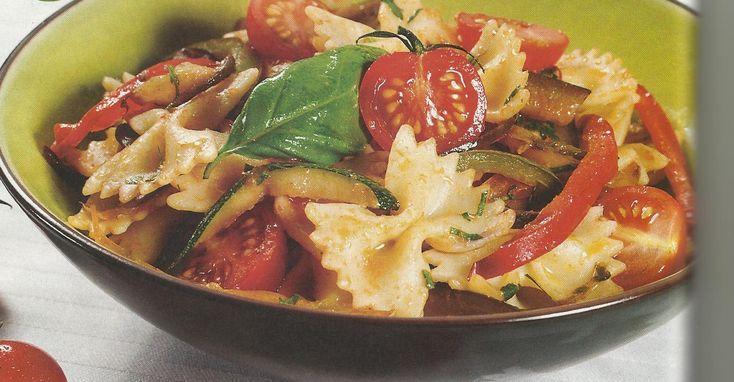 Salada de Lacinhos com Legumes - http://www.receitassimples.pt/salada-de-lacinhos-com-legumes/