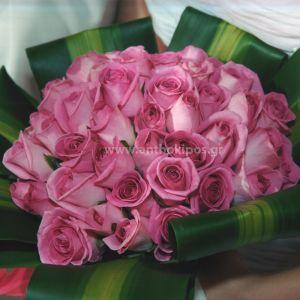 Νυφική Ανθοδέσμη Γάμου , Νυφικό μπουκέτο με ολόφρεσκα λουλούδια ιδανικό για να συμπληρώσει μια ξεχωριστή νύφη. Το πιο σημαντικό μπουκέτο της ζωής σας επιλεγμένο να συμπληρώσει ιδανικά το στυλ του γάμου που έχετε επιλέξει,από μοντέρνο σε κλασσικό ή ρομαντικό. Το πιο όμορφο στολίδι στα χέρια σας. Νυφικό μπουκέτο που τραβάει τα βλέμματα αφού το έντονο χρώμα του σε συνδιασμό με το πλούσιο φύλλωμά του δίνουν ένα αποτέλεσμα ιδιαίτερα εκρηκτικό.