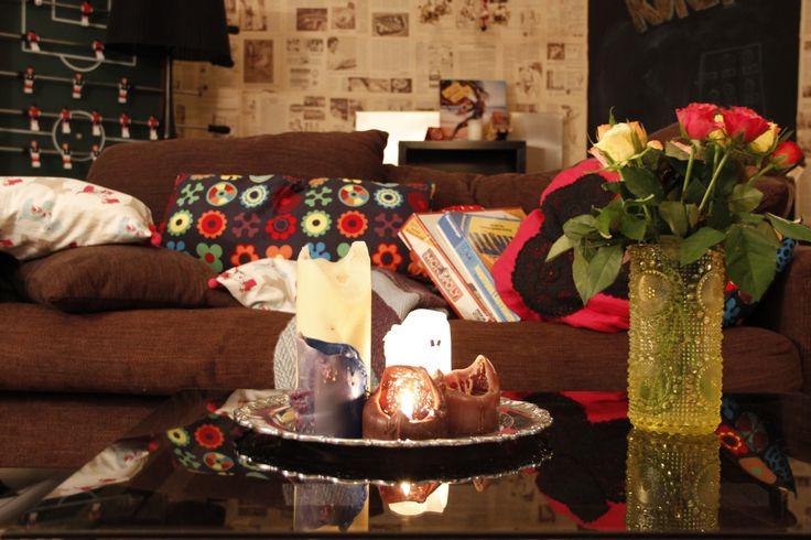 Olohuoneessa: valkoiselta sohvalta katse baarinurkkaukselle.  http://kirpparikeijunkotona.blogspot.fi/