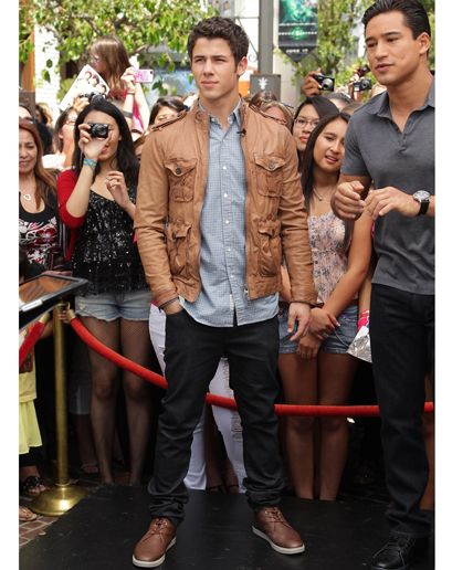 I remember when I was literally obsessed with Nick Jonas.  Now I'm not; but he's still very attractive.