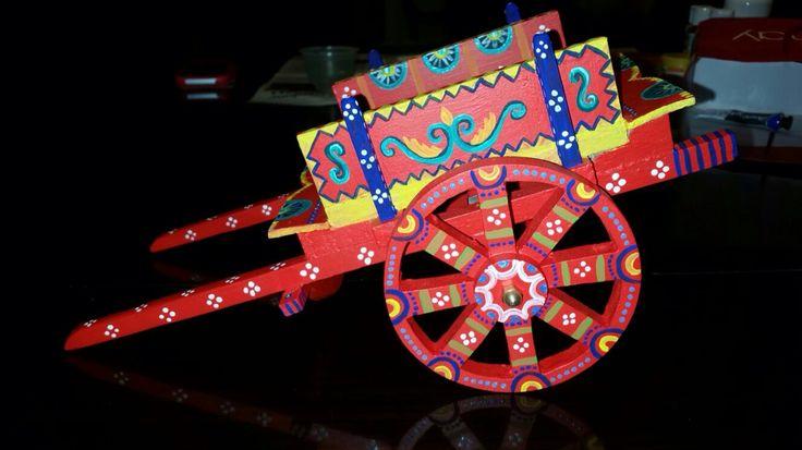 Carretto decorato a mano in stile siciliano