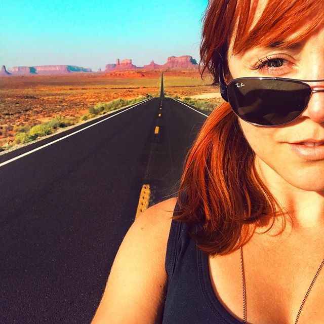 This, my friends, is one of those iconic spots people love taking selfies. But it takes a brave soul to stand on a damn freeway just over a hill where speed limits are just a 'suggestion'! Bravo to all those before me who survived the endeavour! 🏜 #frankiesroadtrip