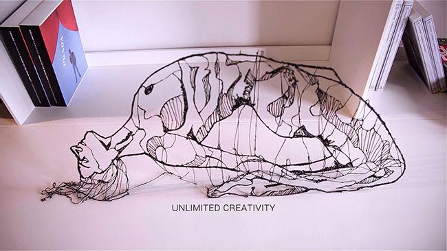 Lix es un bolígrafo capaz de trazar dibujos en el aire y con el podremos crear objetos reales, esto lo hace gracias a la creación de filamentos de plástico, los cuales funcionan como una impresora 3D.