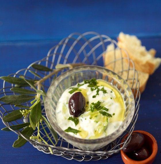 Zaziki: Wer in Griechenland keinen Zaziki probiert hat, war gar nicht dort! Der Joghurt-Dip ist Urlaubsfeeling pur.