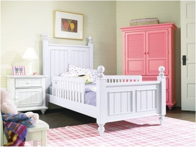 Young America myHaven Low Post Cottage Panel Bed
