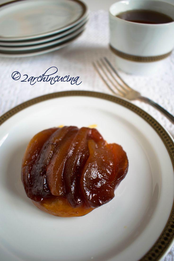 """La #Tarte #Tatin, è un dolce tipico della #pasticceria #francese. La prima volta che abbiamo provato questa #torta alle #mele è stato da Berthillon una famosissima pasticceria parigina. Sfogliando le fotografie del viaggio a Parigi che ci hanno portato ad assaggiare questa prelibatezza abbiamo pensato: """"Perchè non preparare una Tarte Tatin?"""" ed eccoci qui pronte a condividere con voi la nostra ricetta personale."""