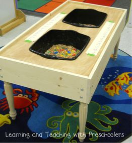 DIY sensory/water table.  Love that it has an edge around the outside of the tubs so that children can sit items while working.