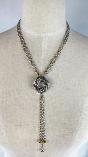 映画「007 カジノロワイヤル」 ウィスパー LOVE KNOT(愛の飾り結び)ネックレススクリーンで着用されていたネックレスを忠実に再現した作品です。素材:ステンレススティール製ネックレス長さ:40cmペンダントト