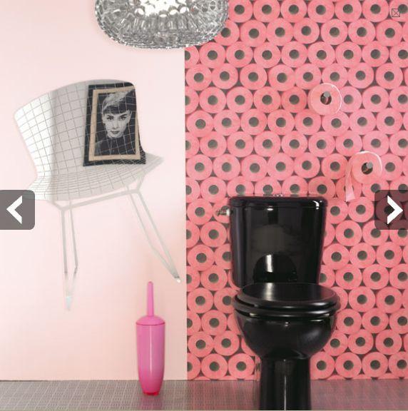 toilettes-wc-decoration-papier-peint-rose-noir-cuvette-wc-noire