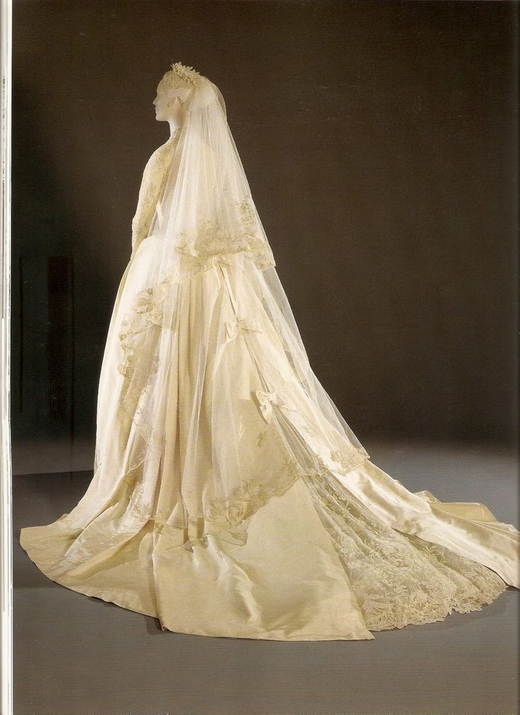 The Royal Order of Sartorial Splendor: Top 10 Best Royal Wedding Dresses: #2. HSH Princess Grace