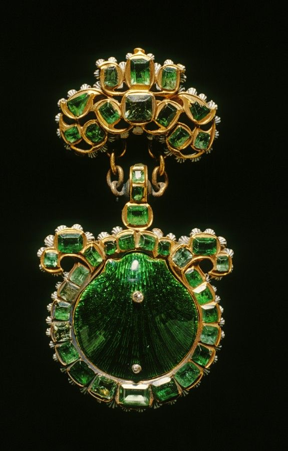 1670-79 (Baroque). Gold, enamel, emeralds, diamonds. The religious Order of St. James (Sant Iago) was a military order established in 1171 at the pilgrimage cathedral of Santiago de Compostela in Spain to protect it from attacks. Pilgrims to the church frequently ate scallops and attached the empty shells to their hats. Members of the order adopted the scallop shell as their badge.